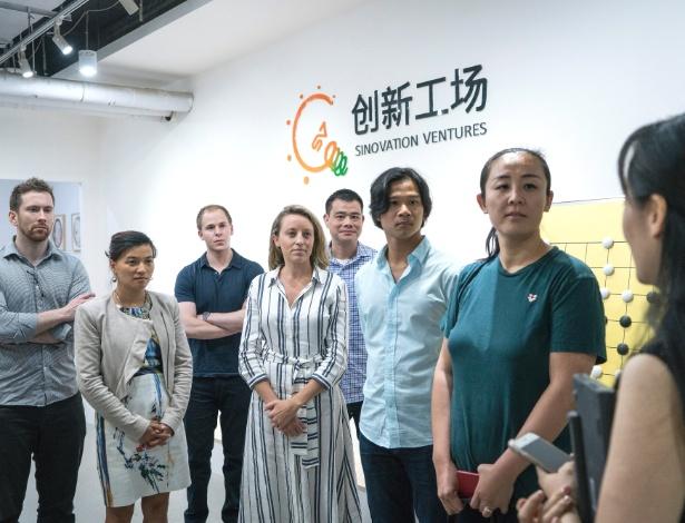 Um grupo de executivos do Vale do Silício na empresa de investimentos Sinovation Ventures, em Pequim