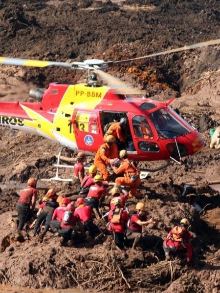Equipes de resgate trabalham na procura de vítimas nas áreas cobertas de lama após o rompimento da barragem da Mina do Feijão - WILTON JUNIOR/ESTADÃO CONTEÚDO