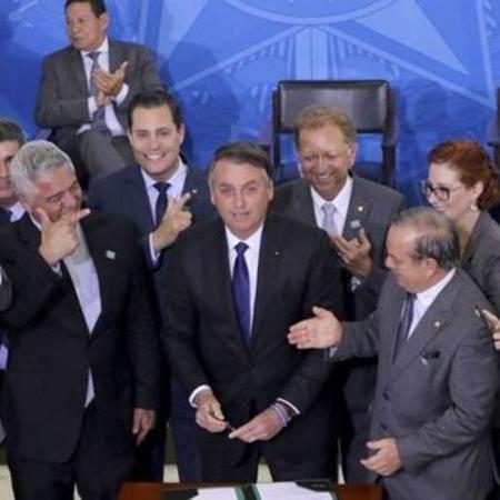 Bolsonaro assinou novo decreto para flexibilizar regras sobre armas no dia 7 de maio - WILSON DIAS/AGÊNCIA BRASIL
