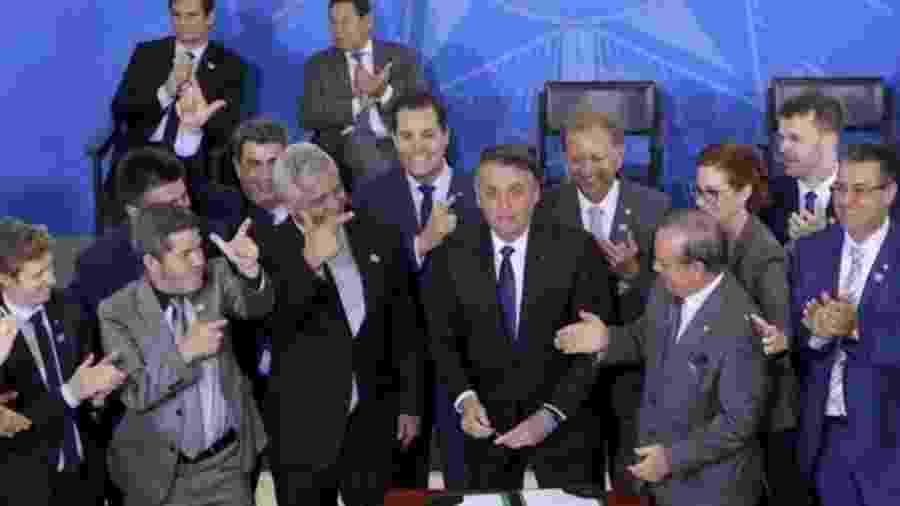 Bolsonaro assinou novo decreto para flexibilizar regras sobre armas no dia 7 de maio de 2019 - WILSON DIAS/AGÊNCIA BRASIL