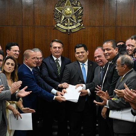 Resultado de imagem para governo entrega reforma
