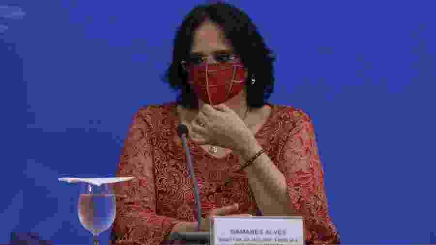 7.mai.2020 - A ministra da Mulher, Família e Direitos Humanos, Damares Alves, em coletiva sobre a crise do coronavírus - Wallace Martins/Futura Press/Estadão Conteúdo