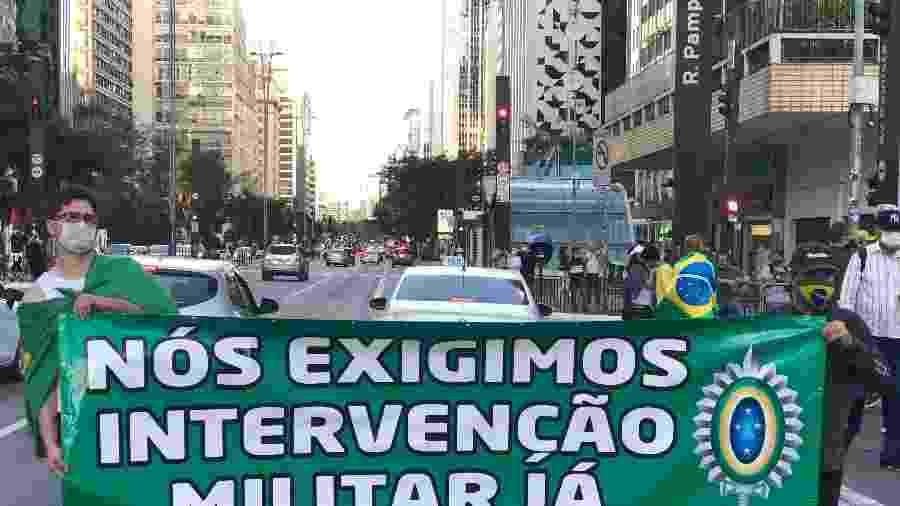 Dupla sem muito entusiasmo exige intervenção militar já - Paulo Sampaio/UOL