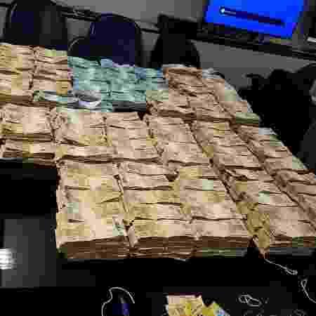 Parte do dinheiro apreendido pelo Ministério Público do Rio na operação de sexta-feira  - Divulgação/MP-RJ