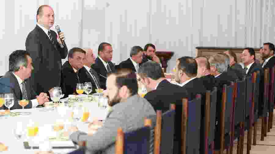 O presidente Jair Bolsonaro (sem partido) com ministros e parlamentares da base aliada em café da manhã no Palácio da Alvorada  - Marcos Corrêa/PR