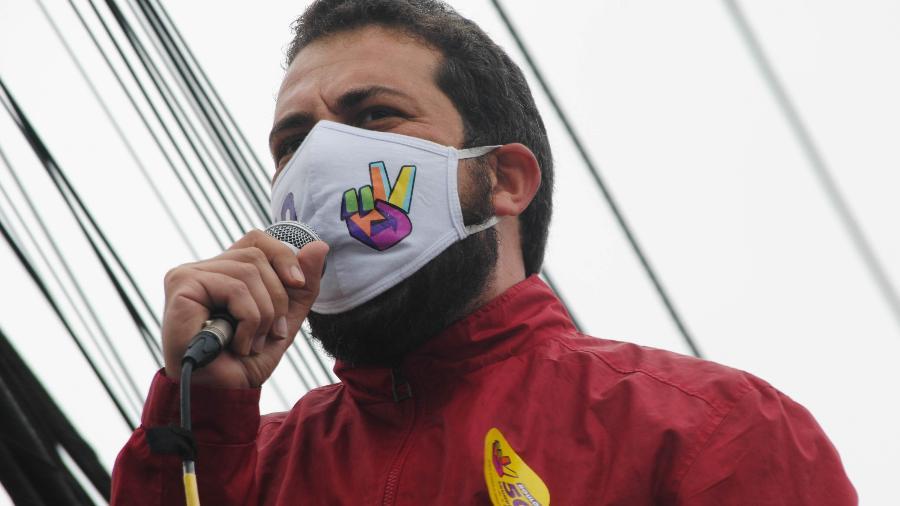31 out. 2020 - Guilherme Boulos faz campanha no Grajaú, zona sul da cidade  - ADELEKE ANTHONY FOTE/ESTADÃO CONTEÚDO