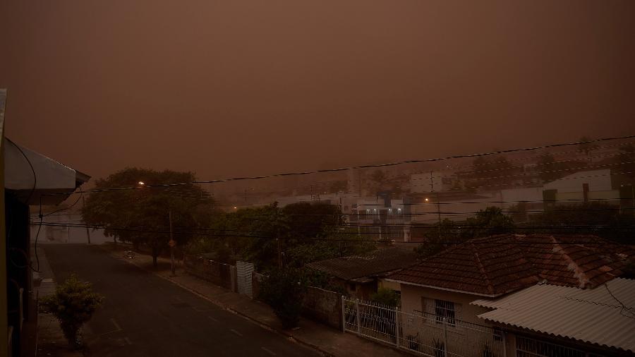 Após a formação da nuvem de poeira, cidade no interior de São Paulo registrou chuva intensa - Igor do Vale/Estadão Conteúdo