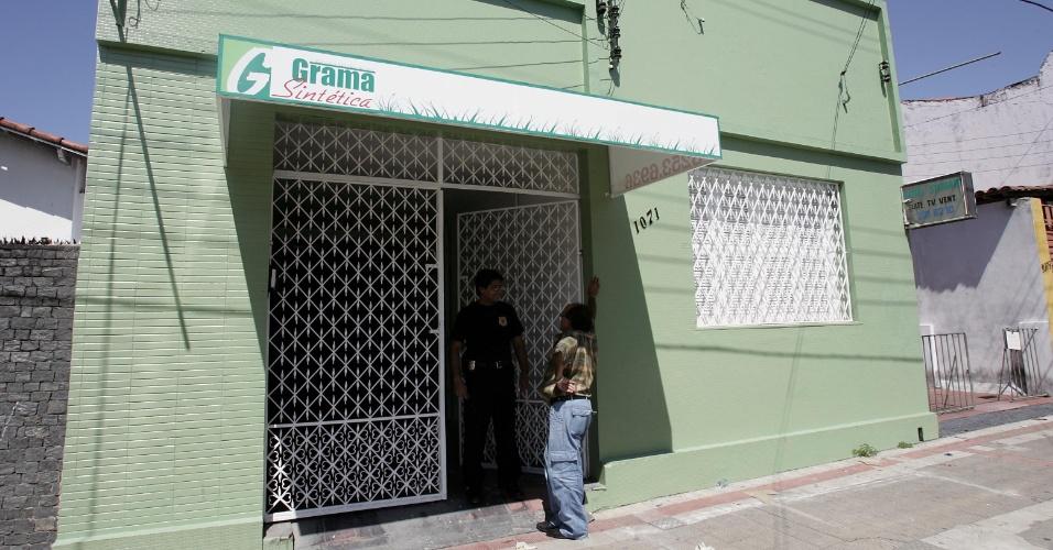 Fachada da casa usada por assaltantes para cavarem um túnel até o prédio do Banco Central, em Fortaleza (CE), de onde foram roubados mais de R$ 160 milhões em 2005