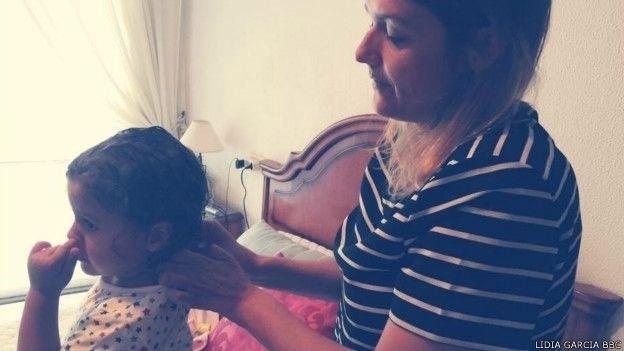 10.ago.2015 - Doença rara deixa espanhola em cadeira de rodas em pouco mais de 24 horas