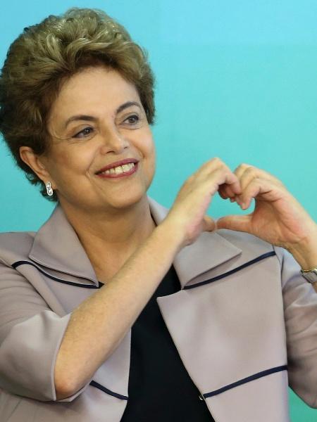 """Internautas ironizam campanha do """"Fora, Dilma"""" após dólar a R$ 4,20 - Adriano Machado/Reuters"""
