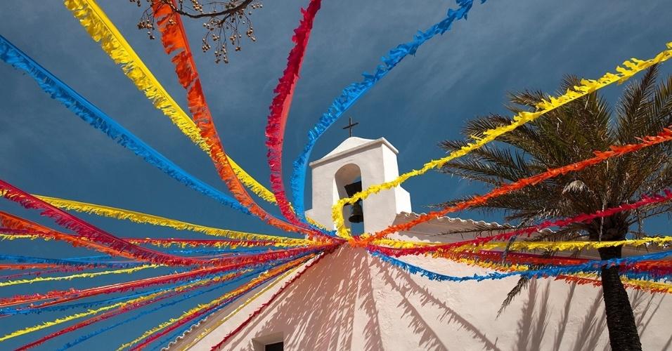 12.abr.2015 - A igreja de São Vicente, localizada na vila de Sant Joan de Labritja, em Ibiza. A ilha espanhola é destino popular de turistas procurando vida noturna, mas algumas áreas ainda são rurais