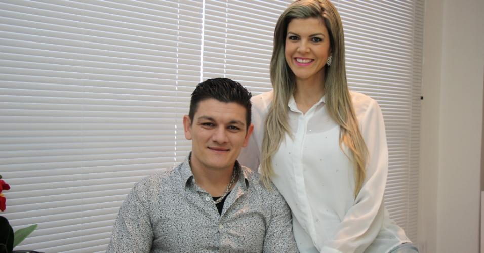 A psicóloga Francielli Gonçalves, 32, e o marido Rafael Gonçalves, donos da clínica Eu Magro. Ela teve a ideia de abrir a clínica depois de perder 20 quilos em apenas seis meses mudando seus hábitos alimentares.