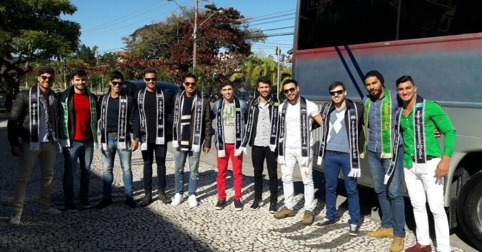 23.jun.2016 - Candidatos ao Mister Brasil 2016 se reúnem para fotos: 28 homens disputam o título em Florianópolis (SC)