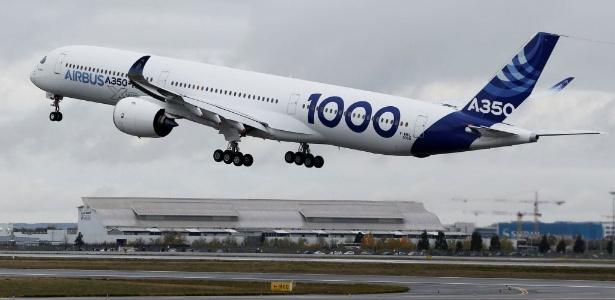 Airbus A350-1000 decola no aeroporto de Toulouse