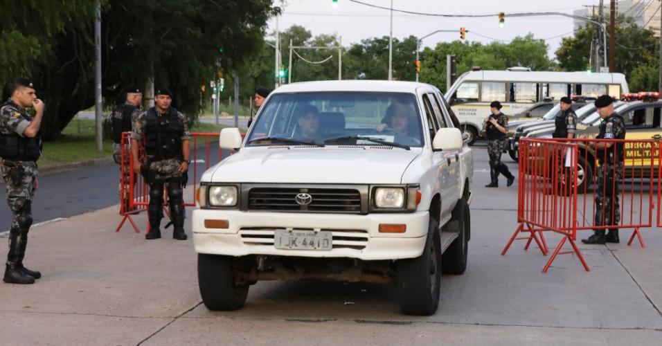 24.jan.2018 - Movimentação na entrada da sede do TRF-4 pouco antes do início do julgamento do recurso do ex-presidente Lula