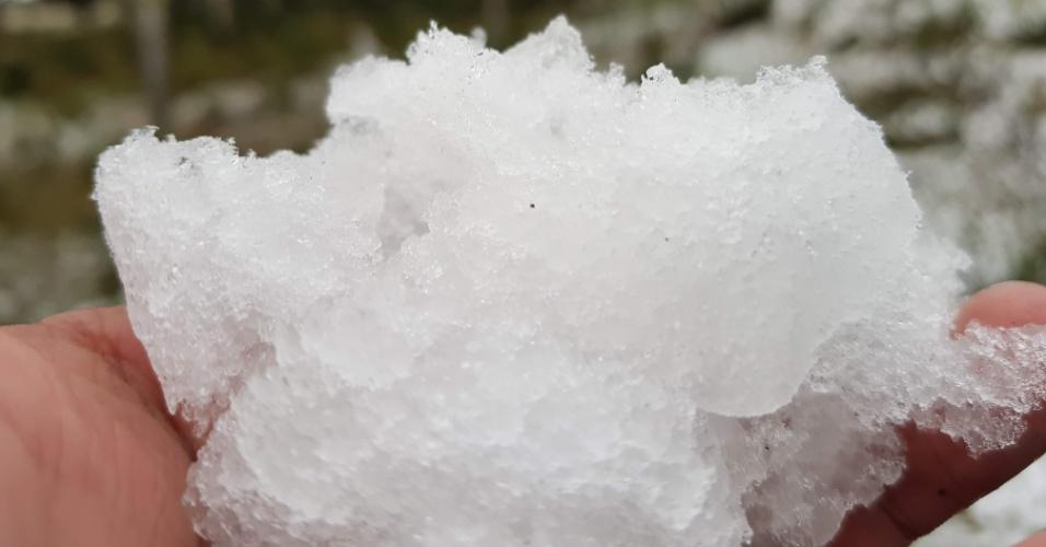 10.jul.2018 - Formaram-se até blocos de gelo em Urubici (SC)