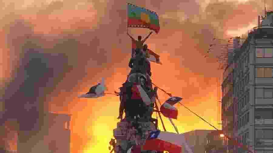 Protestos na Praça Baquedano, em Santiago, no Chile - Susana Hidalgo/Reprodução Instagram @su_hidalgo