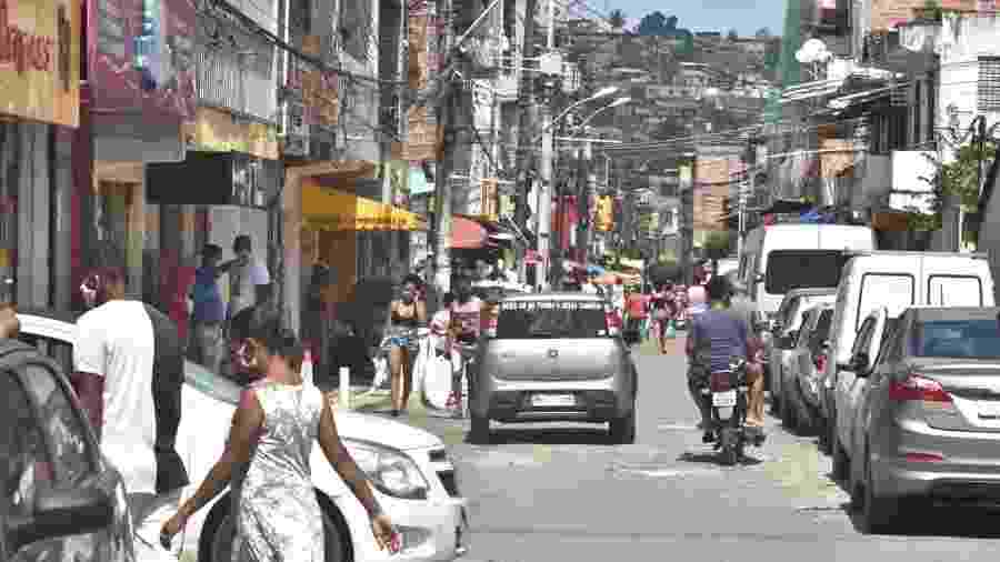 27.mai.2020 - Movimentação na Rua Ambrósio Calmon, em Periperi, Salvador, durante pandemia do novo coronavírus - Reprodução / Twitter