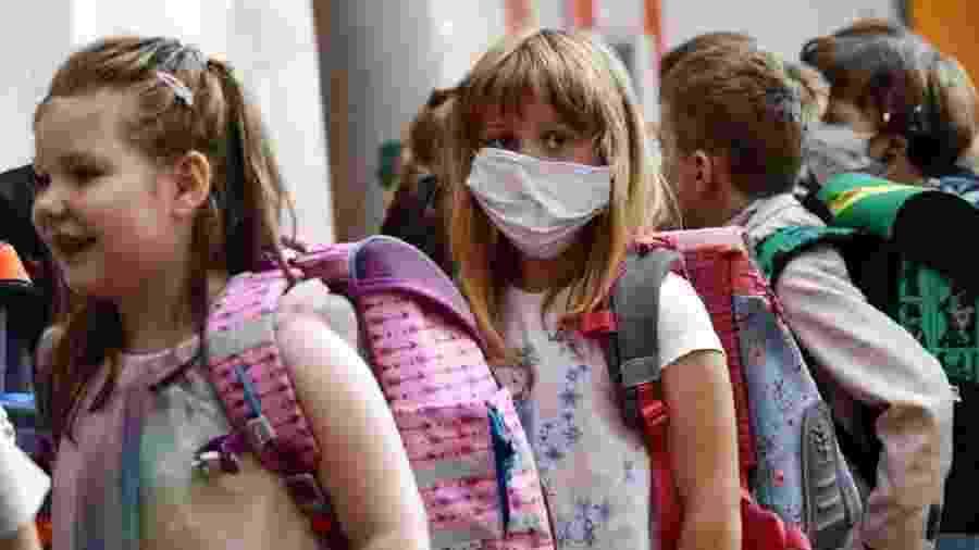 Escola na Alemanha retomou aulas e alguns alunos voltaram com máscaras - EPA