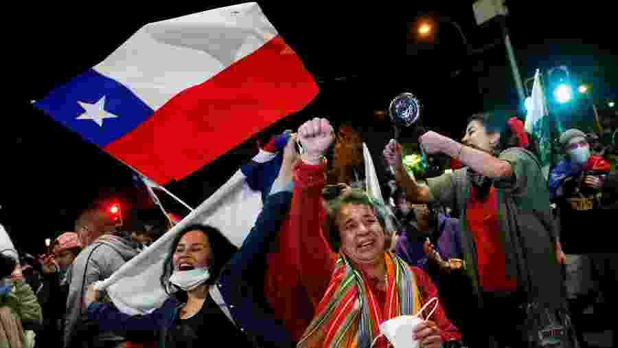 Chilenos comemoram aprovação de Assembleia Constituinte no país  - Rodrigo Garrido/Reuters