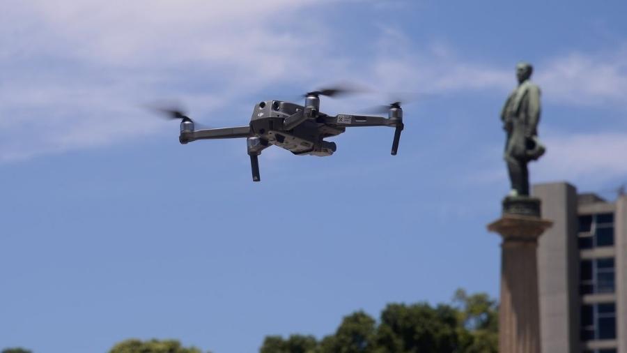Drones podem ser usados para aplicar multas, mas há restrições; autuação, só em tempo real e gravações são vetadas - Tânia Rego/Agência Brasil