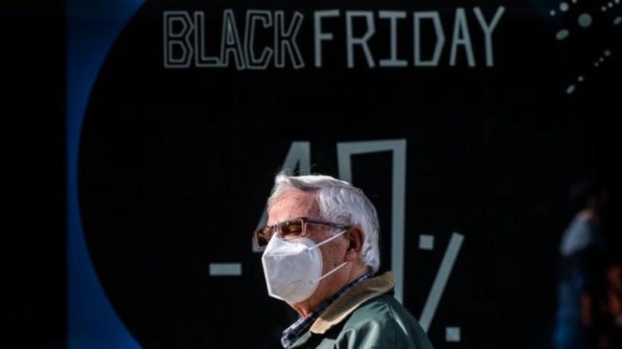 Medidas de distanciamento social prejudicarão vendas em lojas físicas - Getty Images