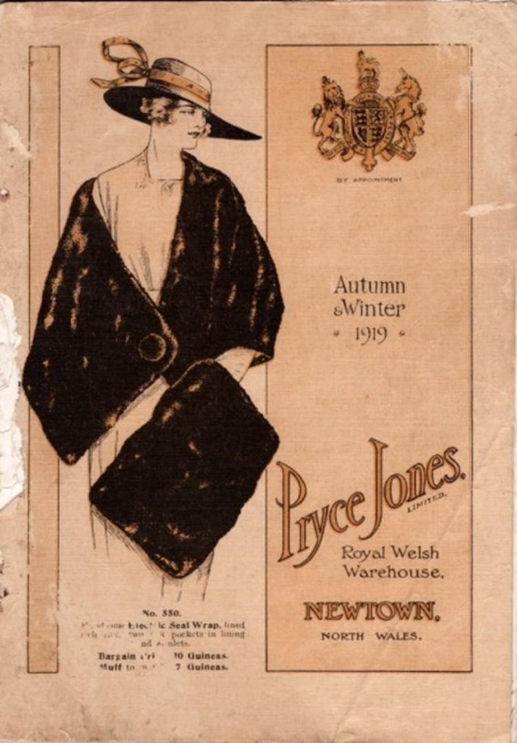 O catálogo da Pryce Jones incluía roupas que estavam na moda. - NEWTOWN TEXTILE MUSEUM - NEWTOWN TEXTILE MUSEUM