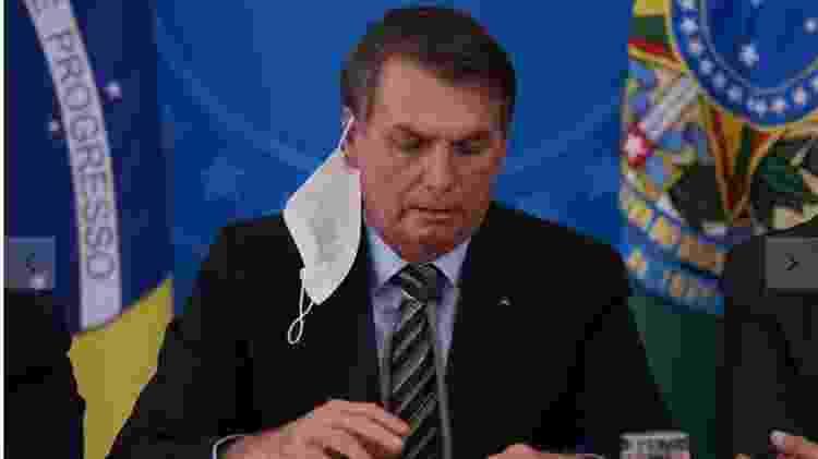 Bolsonaro em coletiva do dia 18 de março 2020, com a máscara caída - Pedro Ladeira/Folhapress - Pedro Ladeira/Folhapress