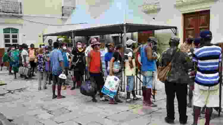 Pessoas fazem fila no centro de Recife para receber sopa feita com sobras de restaurante da região - ARQUIVO PESSOAL - ARQUIVO PESSOAL