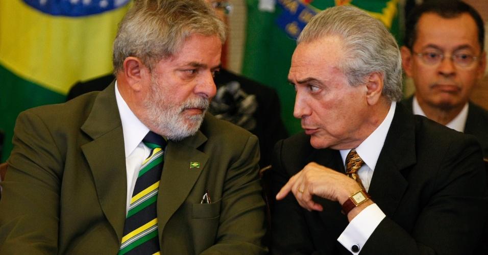 31.mar.2010 - Presidente Lulz Inacio Lula da Silva e o deputado Michel Temer durante a cerimônia de posse de novos ministros, no Palácio do Itamaraty