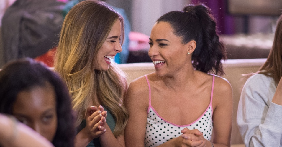 Miss Austrália, Monika Radulovic, e Miss Jamaica, Sharlene Radlein, esbanjaram sorrisos em festa do pijama. A disputa do Miss Universo 2015 ocorre na noite deste domingo (20), em Las Vegas, nos Estados Unidos