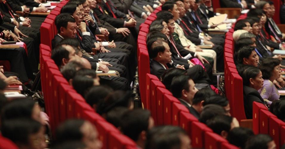 21.jan.2016 - Delegados participam da cerimônia de abertura do 12º Congresso Nacional do Partido Comunista do Vietnã, em Hanói. O país asiático começa um processo de transição, com a escolha de novos líderes políticos