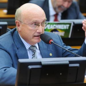Deputado Osmar Serraglio (PMDB-PR) fala durante reunião ordinária na Câmara