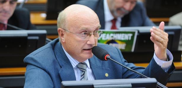 Deputado Osmar Serraglio (PMDB-PR) fala durante reunião ordinária na Câmara em abril de 2016