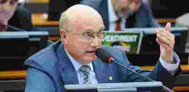 Deputado Osmar Serraglio (PMDB-PR) fala durante reunião ordinária na Câmara em abril de 2016 - Alex Ferreira/Câmara dos Deputados -12.abr.2016