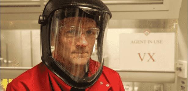O médico e apresentador da BBC Michael Mosley respirou gás em Porton Down - BBC - BBC