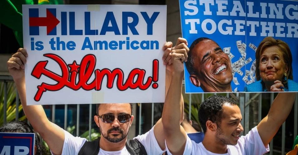 """29.out.2016 - Manifestantes do movimento """"Direita São Paulo"""" comparam Hillary Clinton a Dilma Rousseff em ato pró-Trump na avenida Paulista, em São Paulo"""