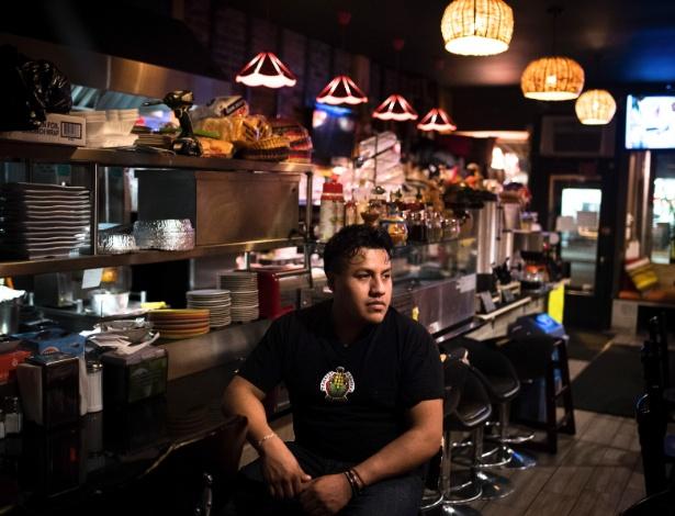 Ceasar Rodríguez no restaurante de sua família, o Tamales Martita, cuja atividade caiu, em Nova York