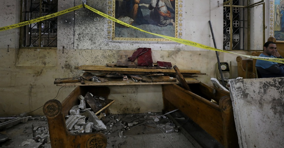 10.abr.2017 - A igreja copta no dia seguinte à explosão que destruiu o local, na cidade de Tanta, Egito.