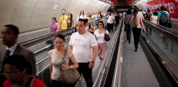 Tunel de acesso da estação Paulista para a estação Consolação da linha verde