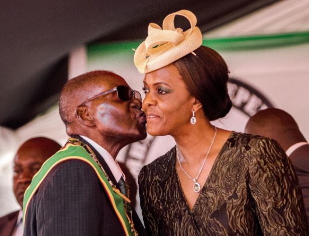 Robert e Grave Mugabe se casaram em 1996 e têm três filhos - Jekesai Njikizana/AFP