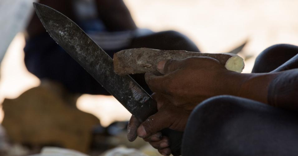 1º.dez.2017 - Xikrin inicia o processo de produção de farinha de mandioca, um dos principais alimentos da aldeia