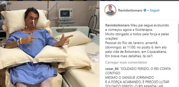 09.set.2018 - Filho de Bolsonaro divulgou foto do candidato sentado pela 1ª vez após ataque