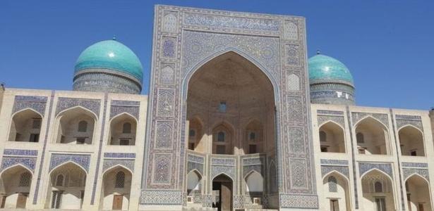 Uzbequistão conta com um grande número de mesquitas e santuários bem preservados - BBC