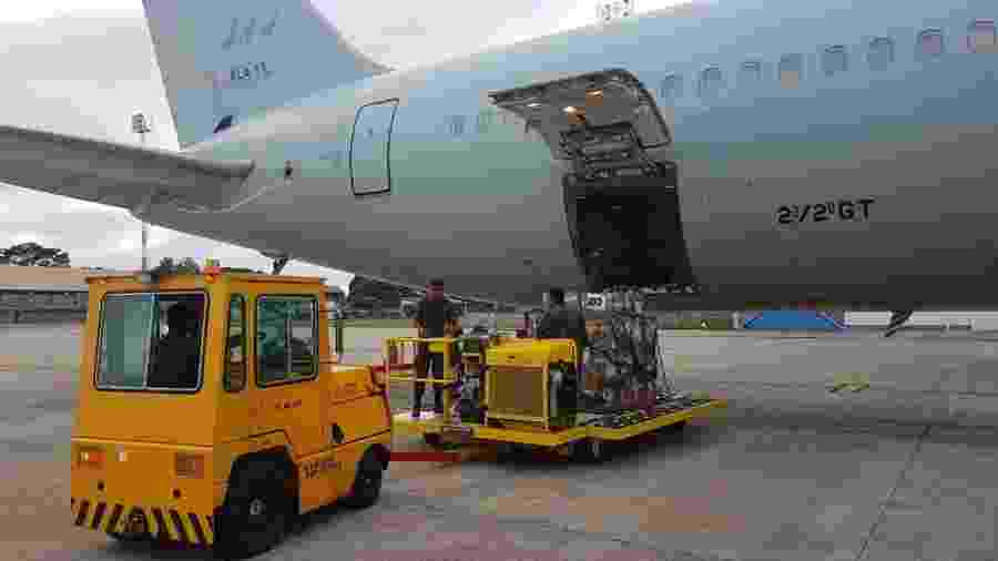 22.fev.2019 - Avião da FAB saiu de Brasília com 23 toneladas de leite em pó e 500 Kits de primeiros socorros com destino à Boa Vista - Reprodução/@TVNBR