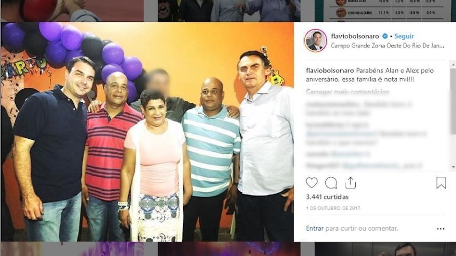 Postagem de 2017 no Instagram em que Flávio Bolsonaro (PSL-RJ) aparece ao lado dos irmãos Alan, Alex e Valdenice Oliveira - Reprodução/Instagram