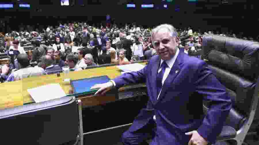 O senador Izalci Lucas, que paga 85 funcionários para auxiliá-lo - Facebook/Divulgação