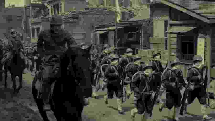 """Cena do trailer de """"The Eight Hundred"""", o primeiro filme chinês filmado inteiramente em Imax - Reprodução de vídeo"""