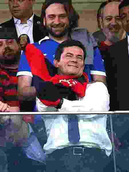 12.jun.2019 - O presidente Jair Bolsonaro e o ministro Sergio Moro em partida entre Flamengo e CSA no Mané Garrincha, no DF - Alex Farias/PhotoPress/Folhapress
