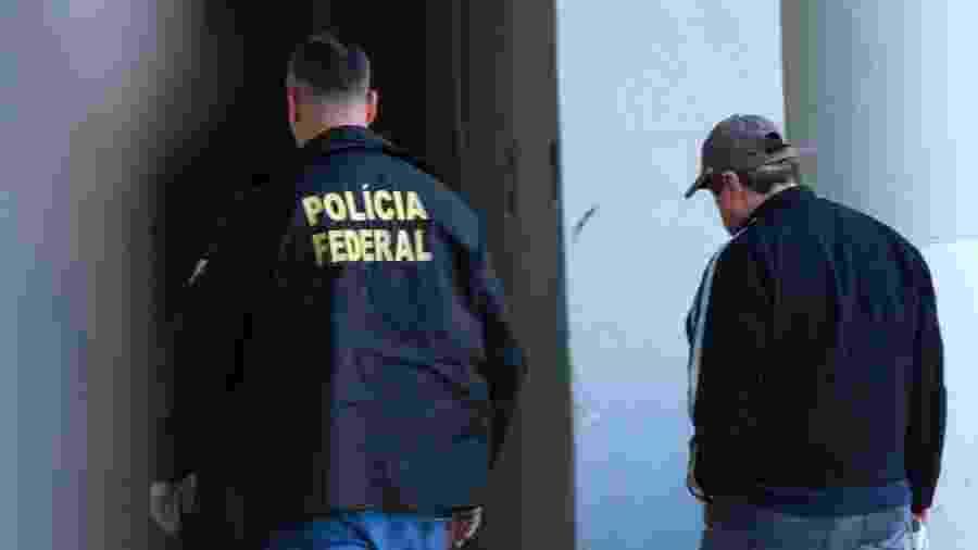 Mario Liebman chega à sede da Polícia Federal, no Rio - José Lucena